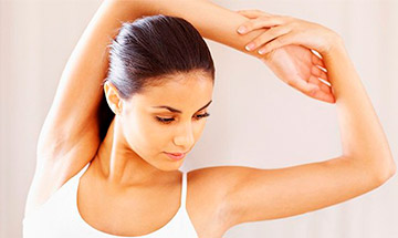 What are the causes of armpit fat